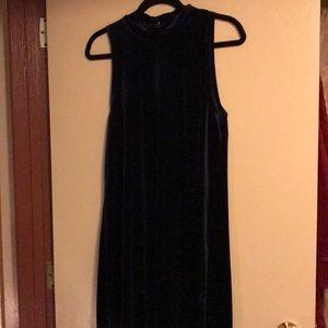 Semi-thick Gorgeous blue velvet dress